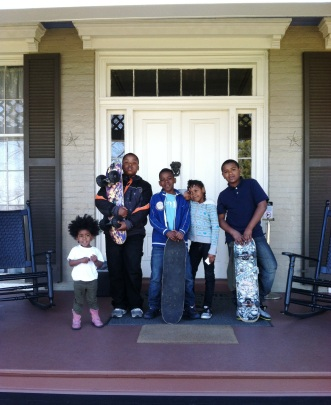 FDNHS_Neighborhood Children on Cedar Hill front porch _ March 2012